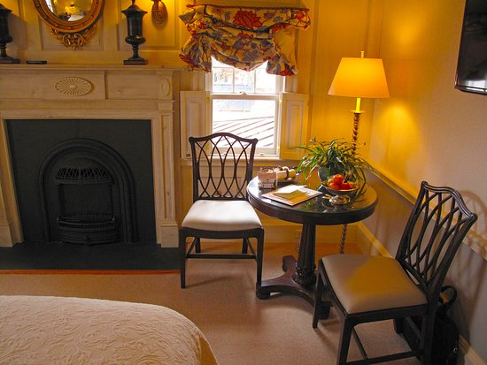 Washington, VA: Parsonage House Bedroom Sitting Area Table