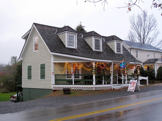 Washington, VA: Shops Across from Parsonage House & Main Inn