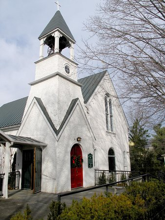 Washington, VA: Trinity Episcopal Church Behind Main Inn