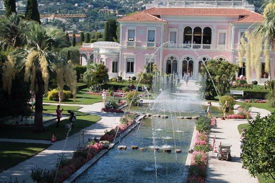 vue de la villa avec le jardin à la Française. - Bild von Villa ...