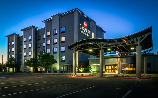 Best Western PREMIER Bryan College Station: Night exterior