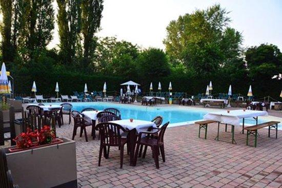 San Mauro Torinese, Italia: cena bordo piscina, presso il tennis country club