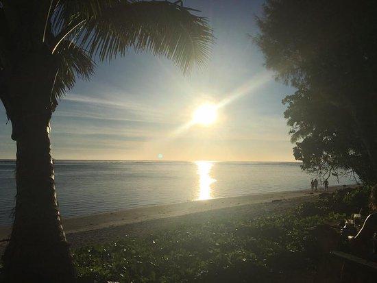 Shipwreck Hut at the Aro'a Beachside Inn: Sunset - spectacular