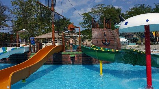 Aqua Park Izumrudny Gorod