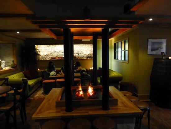 Hamar, Νορβηγία: Peiskos i vinbaren. Varm atmosfære og strålende service.