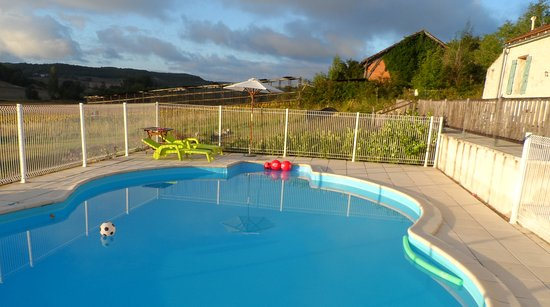 Montcuq, France : A tranquil morning at the pool