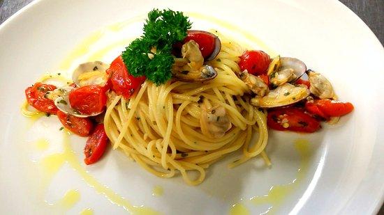 Tschurwald: Spaghettini Vongole Veraci e datterini