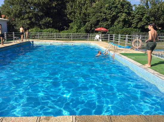 La casona del pinar san rafael provincia de segovia for Hotel piscina segovia