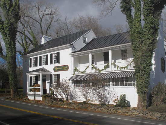 Upperville, VA: Hunter's Head Exterior