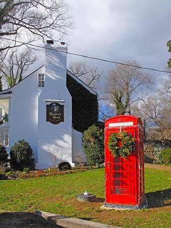 Upperville, VA: Hunter's Head Exterior Side w/ English Phonebooth
