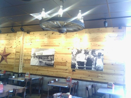 South Lebanon, Огайо: Interior of Dickey's Barbecue Pit restaurant