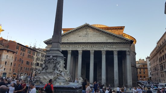 Ristorante Di Rienzo : Enjoy a lovely meal or glass of wine while admiring the Pantheon