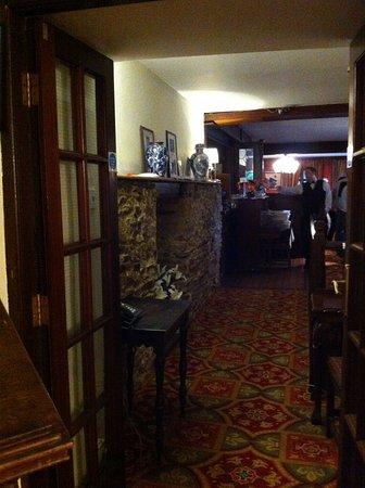 Abbeyglen Castle Hotel : entry to dining room