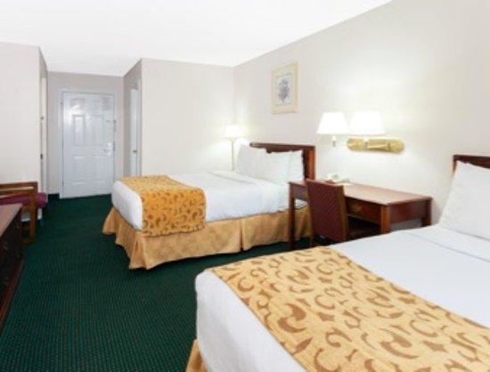 Days Inn by Wyndham Dahlonega: double bed