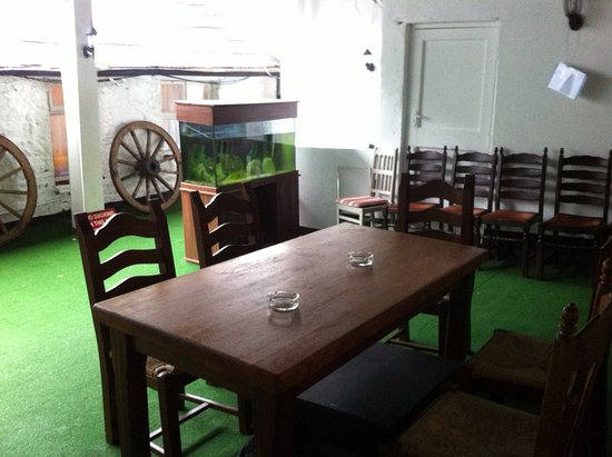 Abbeyglen Castle Hotel : outdoor mtg./dining area