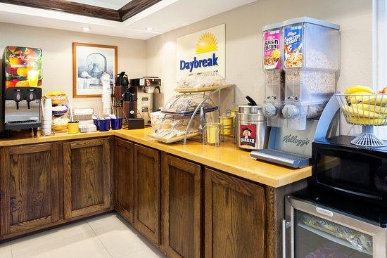 Days Inn by Wyndham Dahlonega: breakfast
