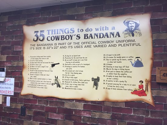 Collinsville, Илинойс: 35 things you can do with a cowboy's bandana