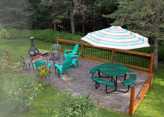 Pittsburg, NH: Robies Patio out back behind cabins.