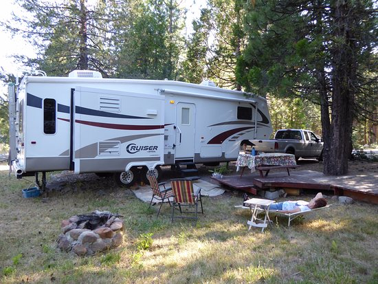Lassen Mineral Lodge: Rv site with Full hook ups
