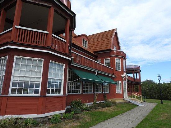 Ombergs Turisthotell: Framsidan av hotellet.