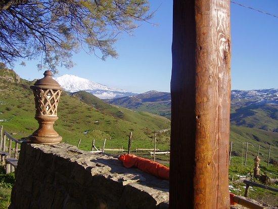 Cesaro, Италия: vista etna