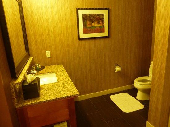 Jamaica Bay Inn: Otra parte del mismo baño en suite