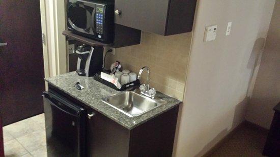 Brooks, Kanada: Amenities, mic, fridge, Keurig