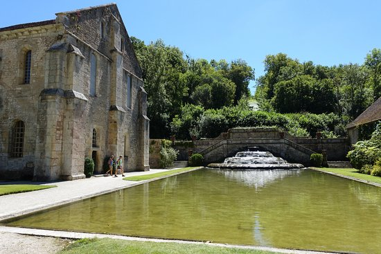 Montbard, France: Added cascade and pond