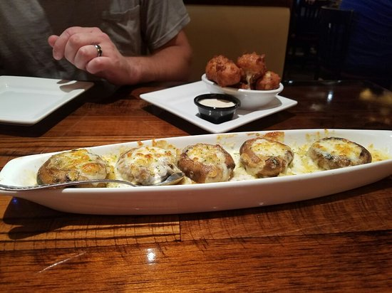 Saint Peters, MO: Stuffed mushrooms and corn fritter appetizers are awesome!