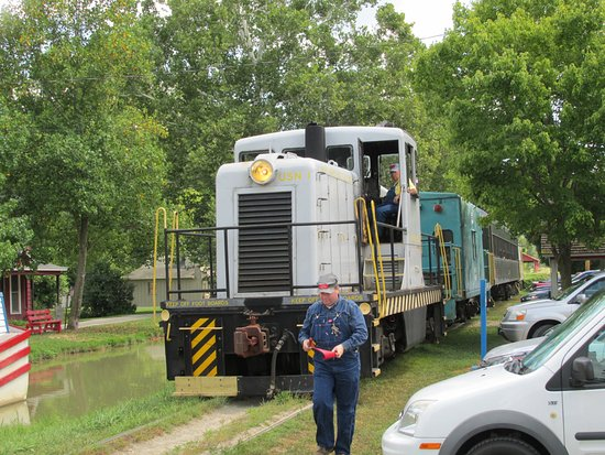 Connersville, IN: More trains in Metamora by the canal