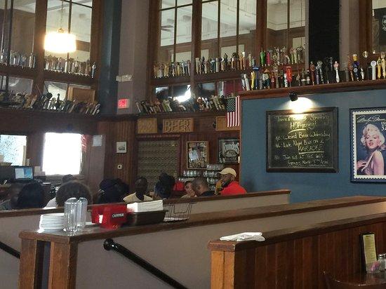 Willimantic, CT: restaurant decor