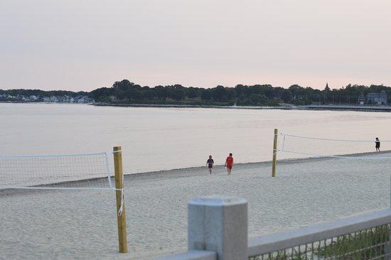 East Lyme, CT: Walking the beach by the boardwalk