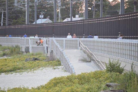 East Lyme, CT: Sandy beach access