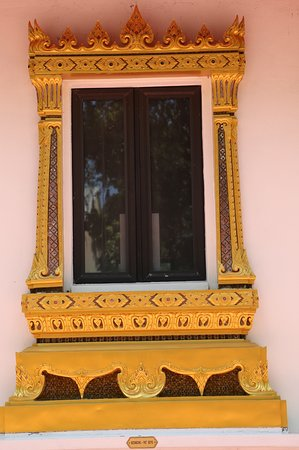 Wat Mongkolrata Temple : Window to the temple