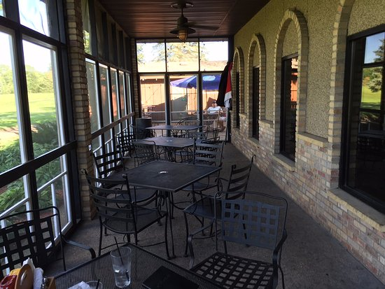 Forest Lake, MN: Screened outdoor seating area