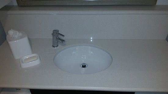 Hampton Inn Salt Lake City-Downtown: A modern sink in a modern bathroom