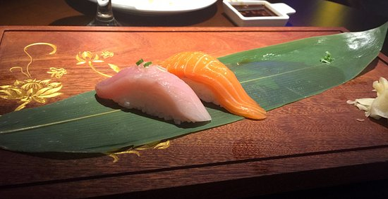 Bethany, Оклахома: They have SUSHI and Chinese dishes - fusion. There was more on this platter but it disappeared!