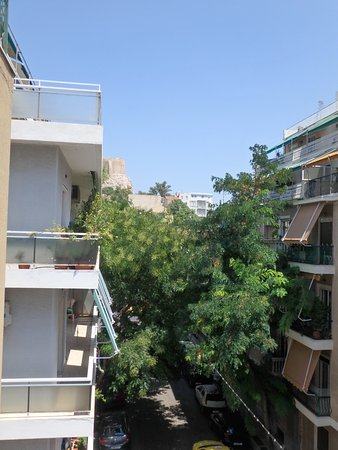 Philippos Hotel: Acropolis seen from the room. Just go up that block and you are there. Museum is on the right.