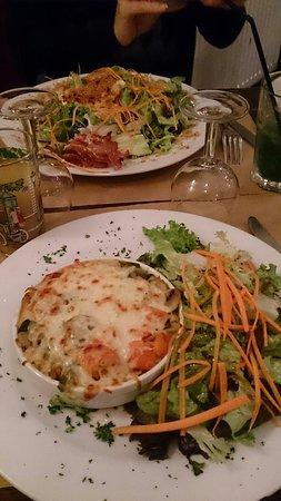 Orsay, Frankrike: Avec un Petit bu on obtient un bon plat
