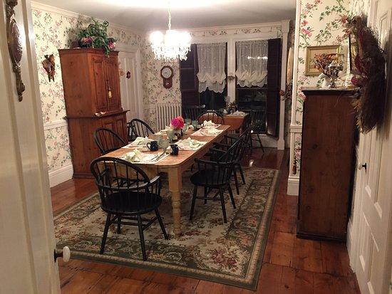 Camden Maine Stay Inn: The Breakfast dining room is augmented with seating on a beautiful porch.