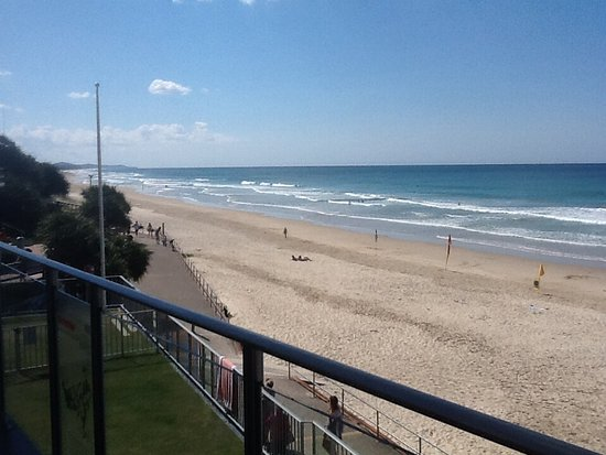 Coolum Beach, Australia: And north