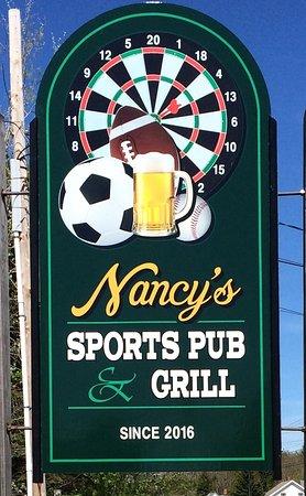 Naples, เมน: Nancy's Sports Pub & Grill