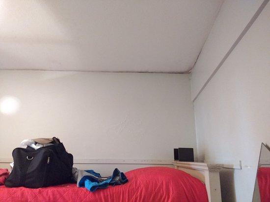 HI Hostels Suites Palermo: la humedad de los techos