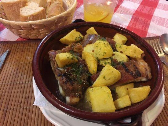 Navarrete, Espagne : Pork with potatoes
