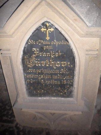 Седлец, Чехия: Lápida dentro de la capilla