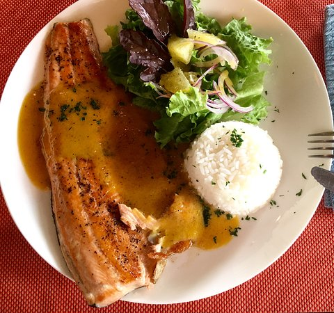 Ballena, Costa Rica: Rainbow trout with passion fruit sauce