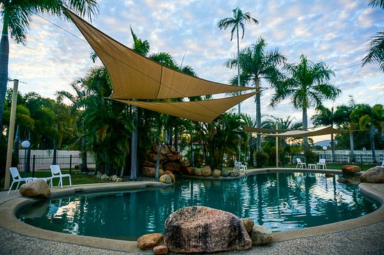 Lucinda Point Hotel Motel: Resort Style Pool is open to guests and day visitors
