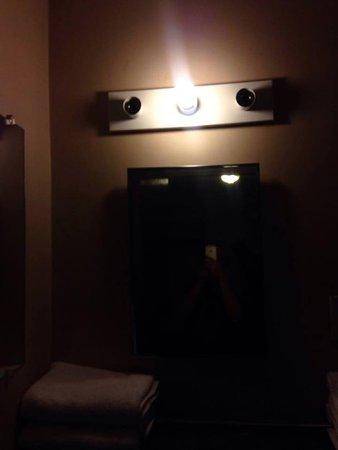 Traveller's Rest Motel: One light bulb for the entire room.