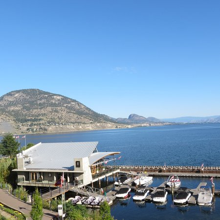 Penticton Lakeside Resort Convention Centre & Casino: Lake and Hooded Merganser restaurant