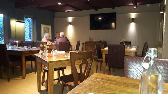 Copthorne, UK: Fabulous attentive staff, relaxing ambience & quite simply  the best fish n chips I think I've e